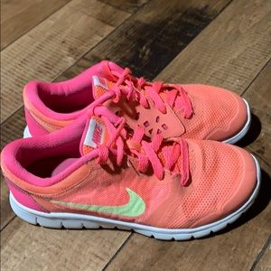 Girls Nike Pink Sneakers